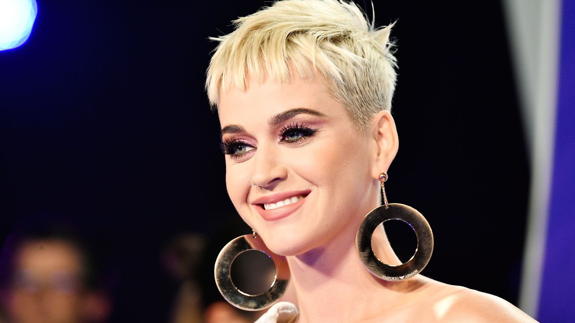Schwangere Katy Perry ist in neuem Musikvideo komplett