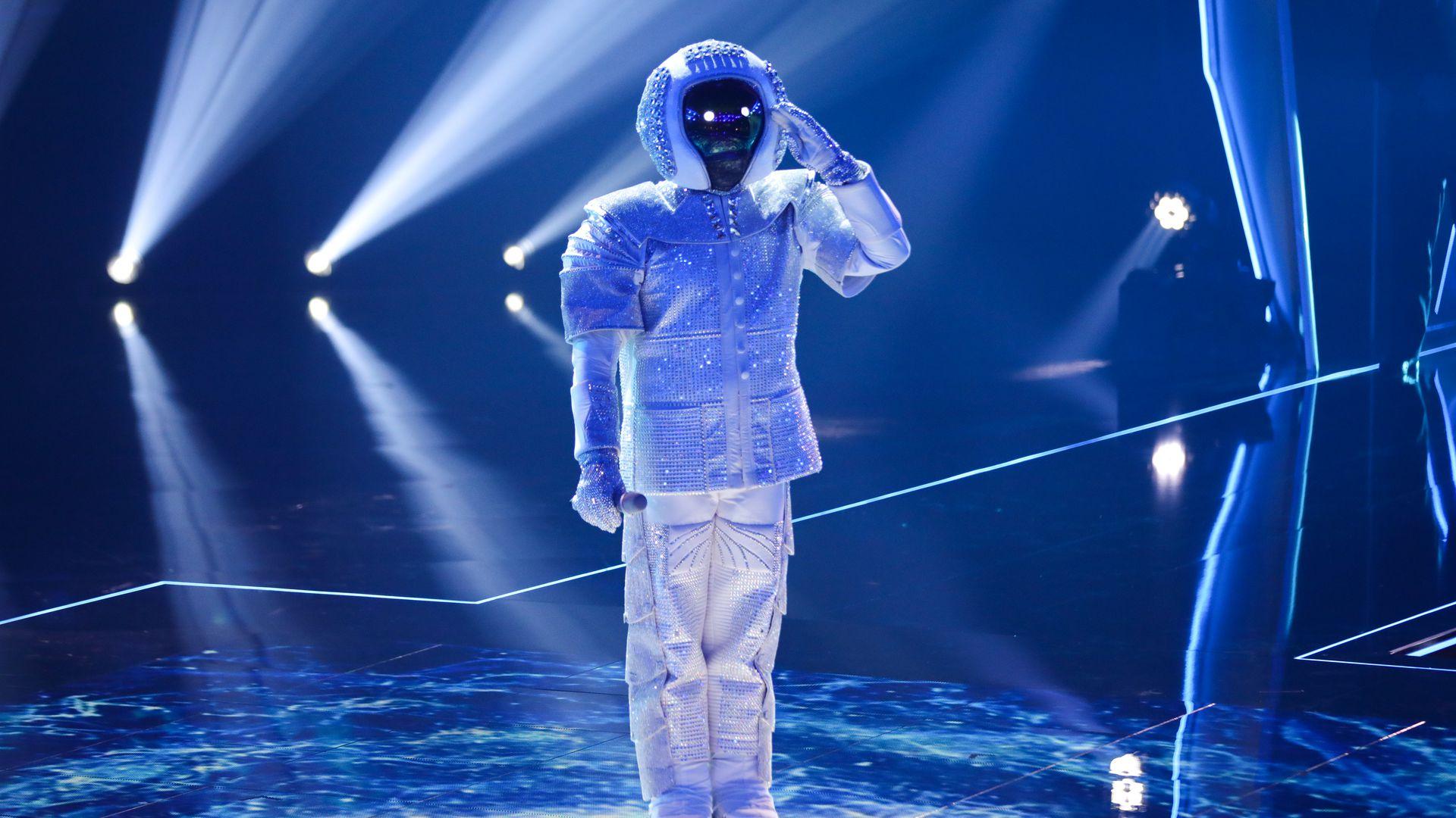 Max Mutzke Erklart Die Indizien Des Masked Singer Finales Promiflash De