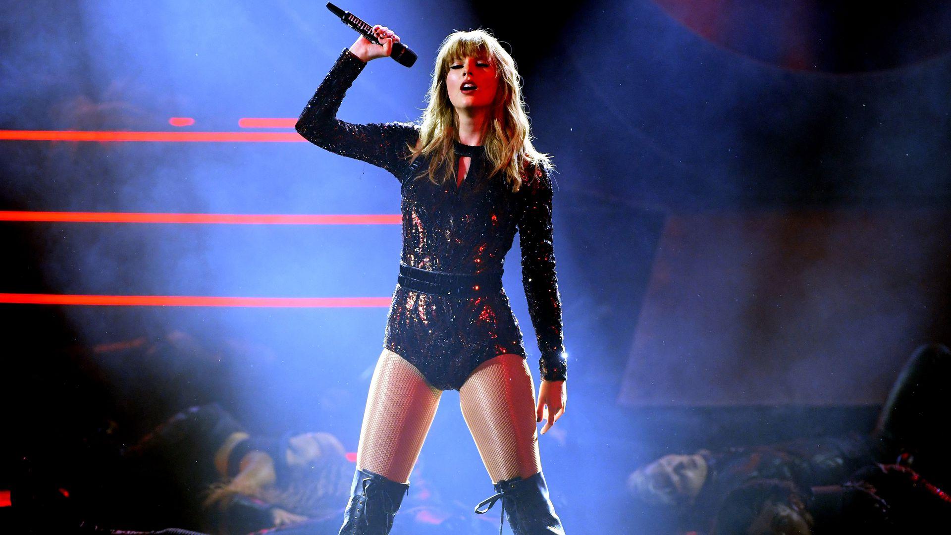 Für den guten Zweck: Taylor Swift versteigert ihre Gitarre ...