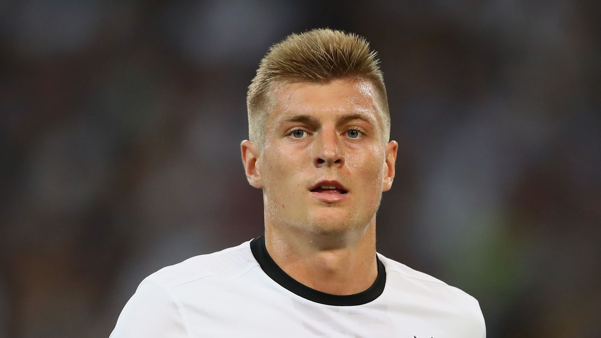 Nach Geburtstag von Sohn: <b>Toni Kroos</b> dankt Fans für Grüße - toni-kroos-beim-em-spiel-deutschland-gegen-frankreich