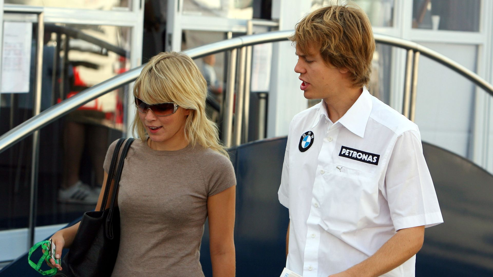 Im Baby Glück Sebastian Vettel Ist Zum 2 Mal Vater Promiflashde