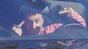 Irrer Blick: Maroon-5-Hottie Adam Levine zeigt Mittelfinger