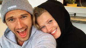 Voll verschmust! Toni Garrn kuschelt mit ihrem Alex Pettyfer