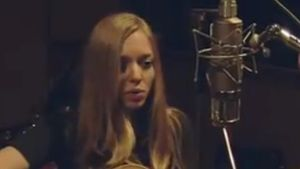 Video: Amanda Seyfried singt!