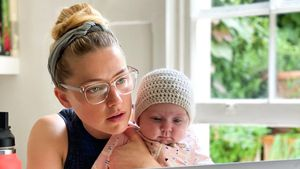 Für Baby Oonagh: Amber Heard ist Mama und Papa gleichzeitig
