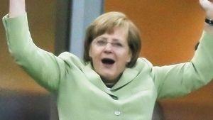 Mit Kompetenz und Kette: Merkel überzeugt im Duell