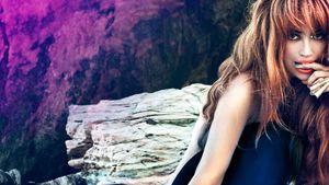"""Aura Dione: So bunt wird ihr Video zu """"Geronimo"""""""