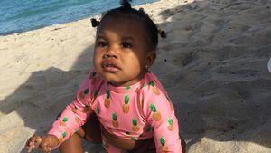 Zum Anbeißen! Ist Baby Junies Bikini nicht zuckersüß?
