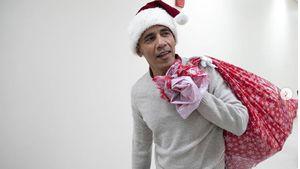 Goldig: Barack Obama überrascht Kinder als Weihnachtsmann!
