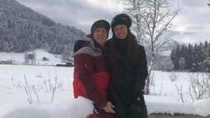 Schwanger-Bauch schön verpackt: Ana & Basti posen im Schnee!