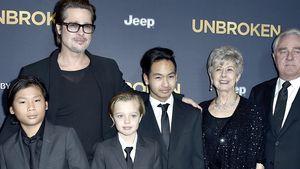 Ohne Angelina: Brad Pitt posiert mit der Familie