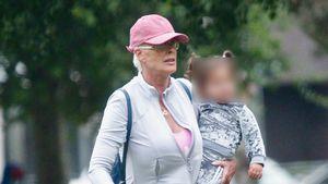 Brigitte Nielsen tobt mit Tochter Frida und Hund im Park