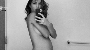 Playmate Brittny Ward postet splitternacktes Schwanger-Pic