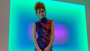 Halloween-Throwback: Cara Delevingne als David Bowie