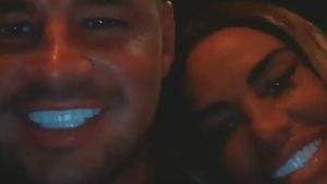 Carl Woods und Katie Price' neue Zähne leuchten im Dunkeln