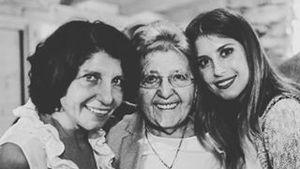 Cathy Hummels mit ihrer Mama und Oma