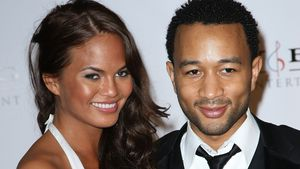 Bräunungs-Fail: Chrissy Teigen postet Grammy-Throwback-Pic!
