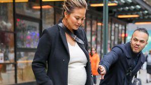 Das war knapp: Schwangere Chrissy Teigen vor Unfall bewahrt!