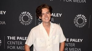 "Cole Sprouse verrät: Wird ""Riverdale""-Betty Serpent-Queen?"