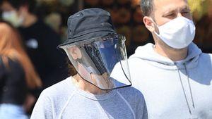 Welcher Serien-Star versteckt sich hinter dieser XXL-Maske?