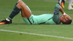Schock im EM-Finale: Cristiano Ronaldo vom Platz getragen!