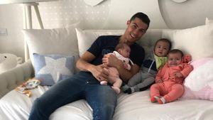 CR7 verschmust: Hier kuschelt Cristiano mit seinen 3 Babys!