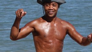 Traumbody mit 46: Cuby Gooding Jr. hot am Strand