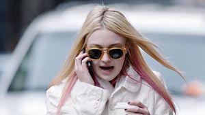 Mädchenhaft süß: Dakota Fanning mit rosa Strähnen