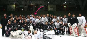 Justin Bieber und das Team des Löwen Frankfurt Eishockey e.V.