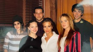 """Co-Stars freuen sich: Amanda Seyfried teilt """"Girls Club""""-Pic"""