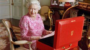 Queen Elizabeth II. im Buckingham Palace in London