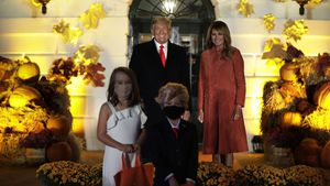 Skurril? Donald Trump und Melania geben Halloween-Party