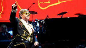 In Elton Johns Tour-Klavier ist ein Fußball-Ticker versteckt
