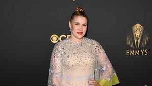 Baby schon da? Emerald Fennell ohne Babybauch bei den Emmys!