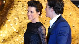 Hui! Orlando Bloom & Evangeline Lilly Hand in Hand