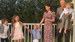 Schwangere Hilaria Baldwin teilt Familienfoto zum Osterfest