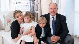 Zum Hochzeitstag: Charlène und Albert teilen Familien-Pic