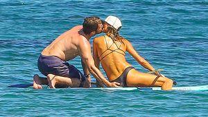 Sexy Wasserspiele: Gerard Butler turtelt im Meer
