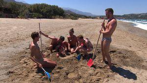 "Zu nervig? ""Prince Charming""-Boys buddeln Gino im Sand ein"
