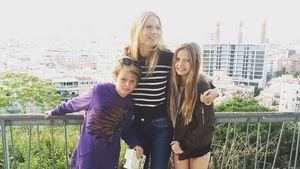 Gwyneth Paltrow (m.) und ihre Kinder Moses und Apple