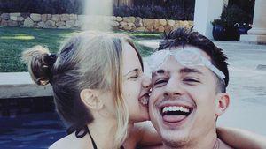Süßes Pool-Pic: Sind Charlie Puth & Halston Sage ein Paar?