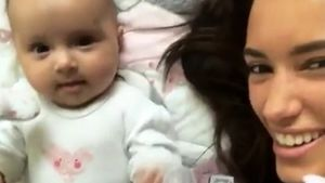 Kicher-Alarm: So süß spielt Hanna Weig mit ihrer Delia!