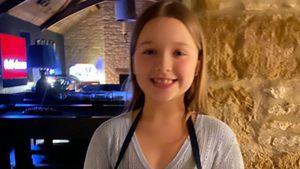 Goldig! Harper Beckham sorgt für Süßigkeiten im Heimkino