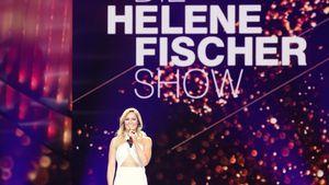 """Helene Fischer steht auf der Bühne und moderiert die """"Helene Fischer Show"""""""