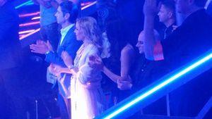 """Isabel Edvardsson mit ihrem Partner und Rebecca Mir (r.) beim """"Let's Dance""""-Finale 2017 in Köln"""