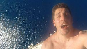 Waghalsig! Jason Biggs klettert auf Segelmast