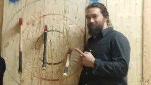 GoT-Star Jason Momoa bei Jack Axes auf Neufundland