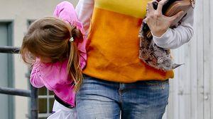 "Jennifer Garner ""klemmt"" ihr Kind unter den Arm"