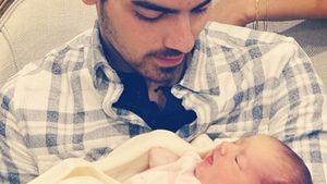 Jonas Uncles: Nick & Joe begrüßen ihre Nichte