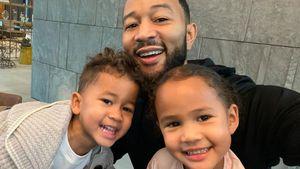 Niedliches Selfie: John Legend posiert mit seinen zwei Kids!